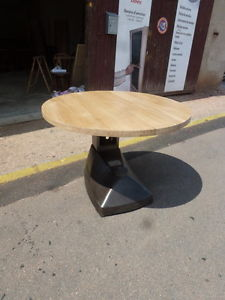 table ronde industrielle meuble industriel fer et bois cuisine repas