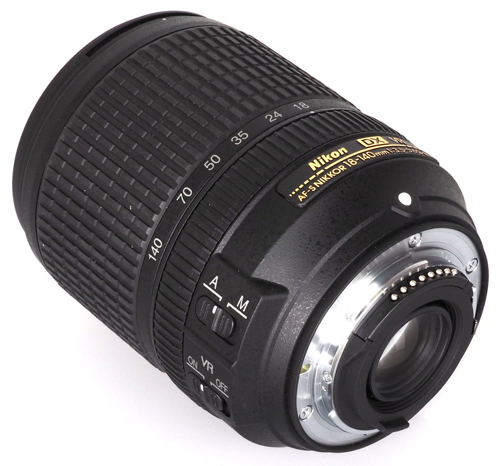 Nikon AF S DX NIKKOR 18 140mm f/3.5 5.6G ED VR + 67mm UV MC Lens