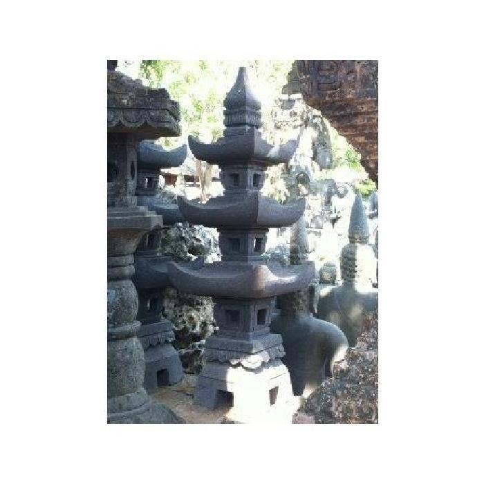 pierre de lave 1.15 m Cette très belle lampe de jardin en pierre de