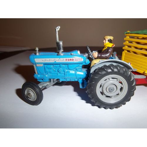 Corgi Toys 1 : Ford 5000 Super Major Tractor With Beast Carrier And