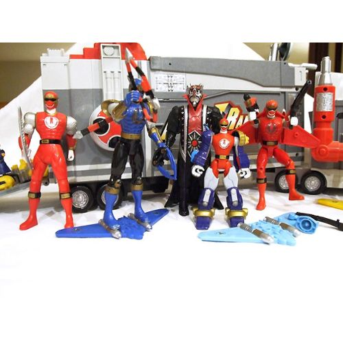 Power Ranger force cyclone 1 camion + 7 figurines : 2 Power Ranger