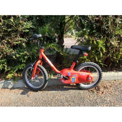 Vélo enfant (3 6 ans) avec stabilisateur.Couleur : rougeMarque