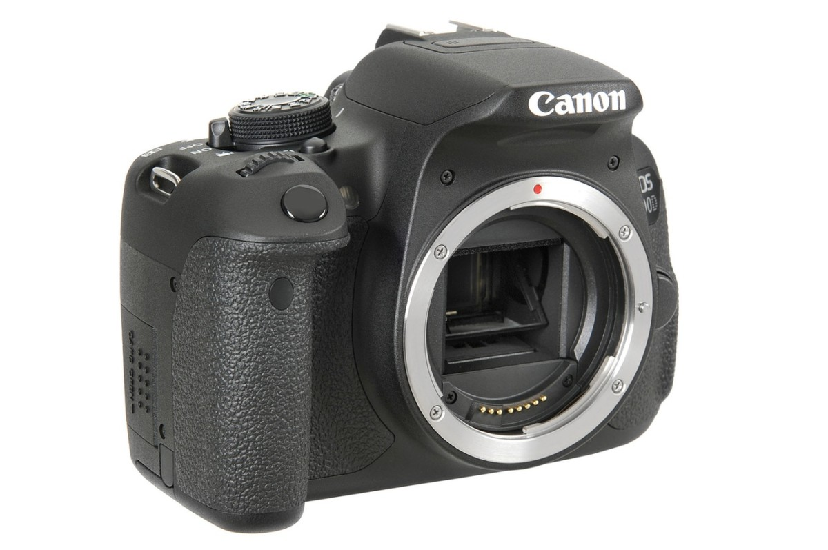 Reflex Canon EOS 700D + 18 55 IS STM + Sigma 70 300mm F4 5.6 DG Macro