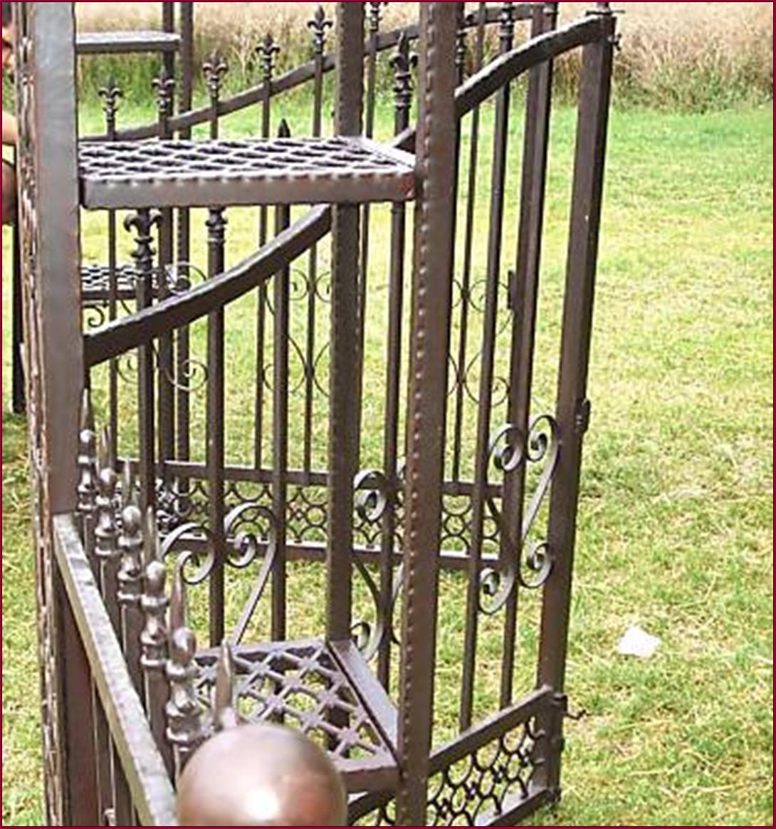 grand portail potillon de jardin avec grille barriere ( tonnelle