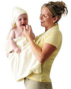 toilette de bébé le bain serviettes et sorties de bain