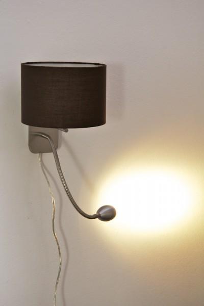 Cette lampe contient des ampoules à LED encastrées et a des douilles