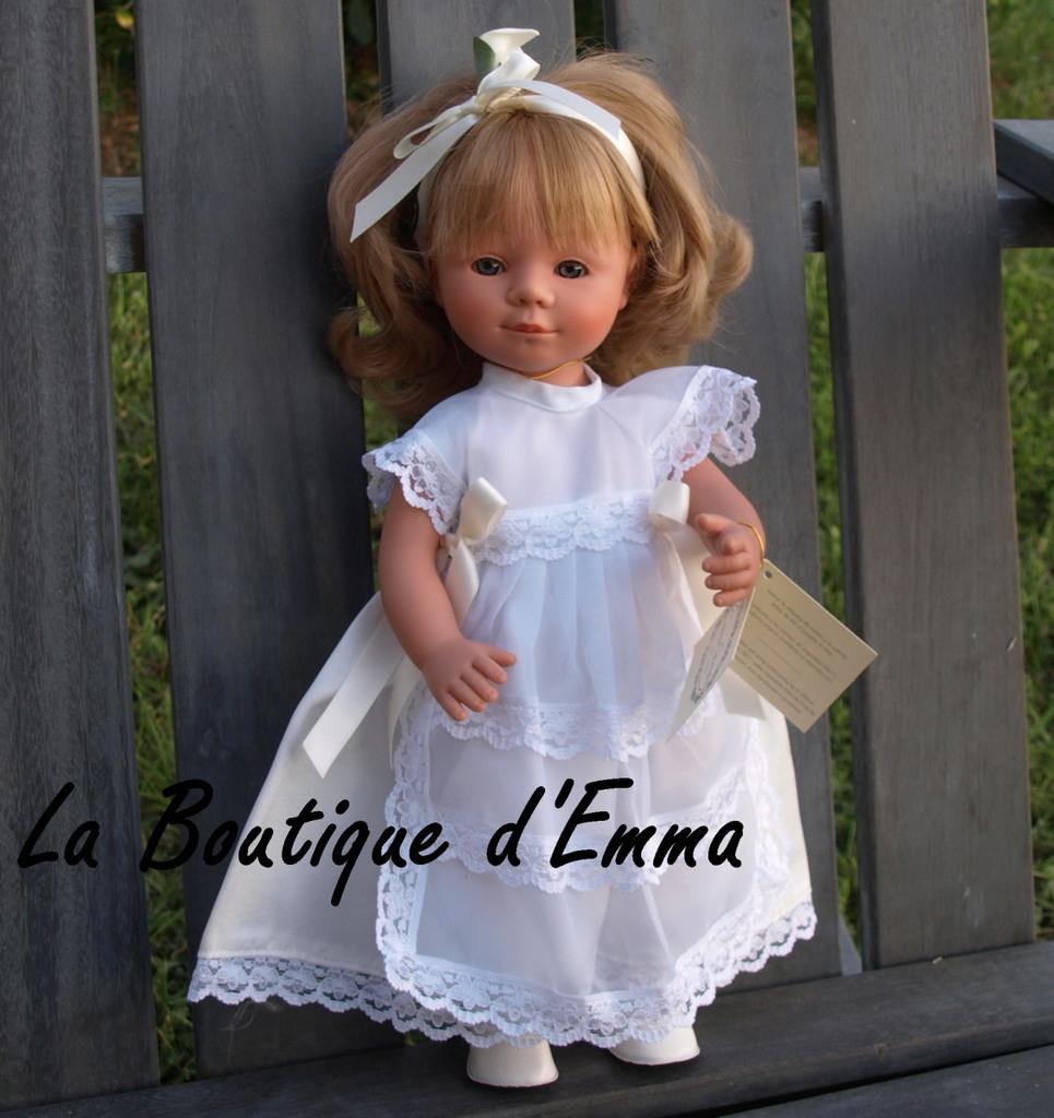 Caroline est une jolie poupée type poupée mannequin très réaliste