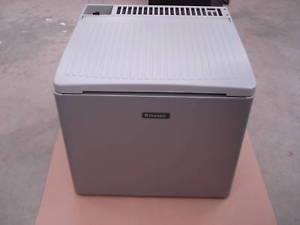 GLACIERE TRIMIXTE (gaz,12 ET 230 volts) DOMETIC