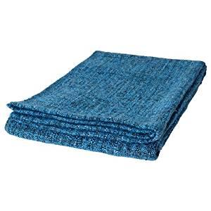 lit et oreillers couvertures plaids et boutis jetés de lit