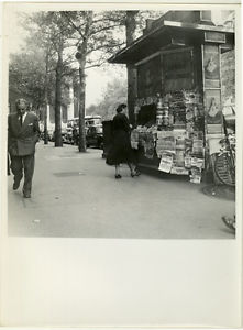Photo Louis Peletier Paris Kiosque à Journaux Vers 1950