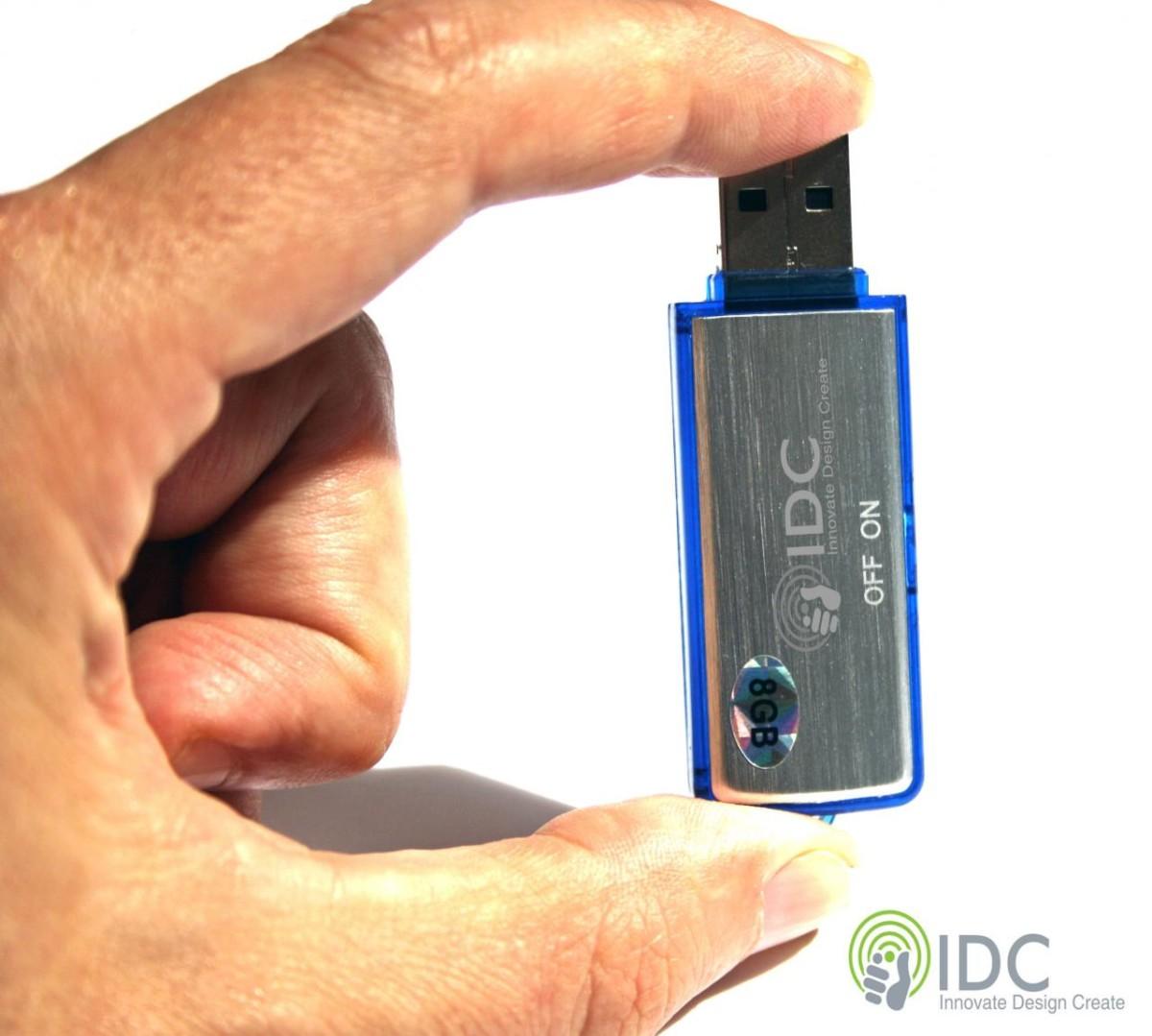 il peut également être utilisé une clé USB standard pour stocker